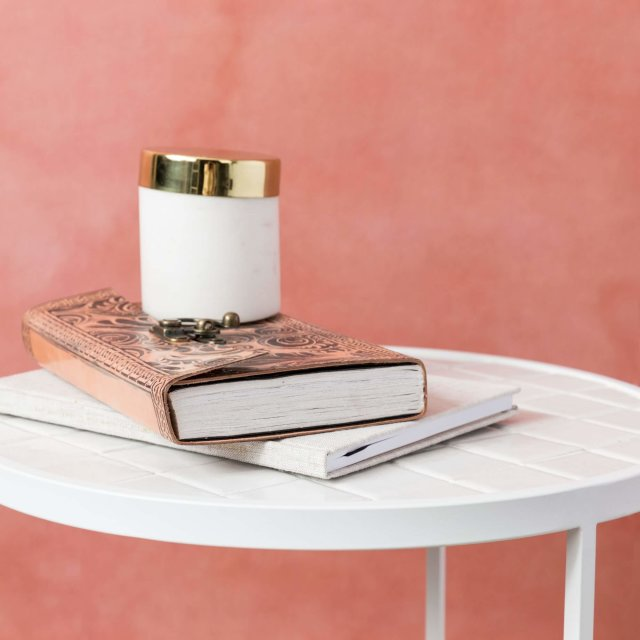 Pomoćni stolić Glazed White